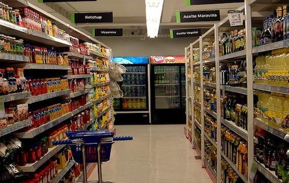 """Grecia vende alimentos caducados para """"asegurar el acceso a los más pobres"""""""