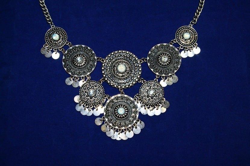 La compra de joyas como opción para invertir en oro