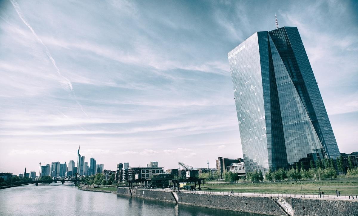 El banco central europeo abre el grifo de inyecciones de liquidez masiva para hacer frente al coronavirus