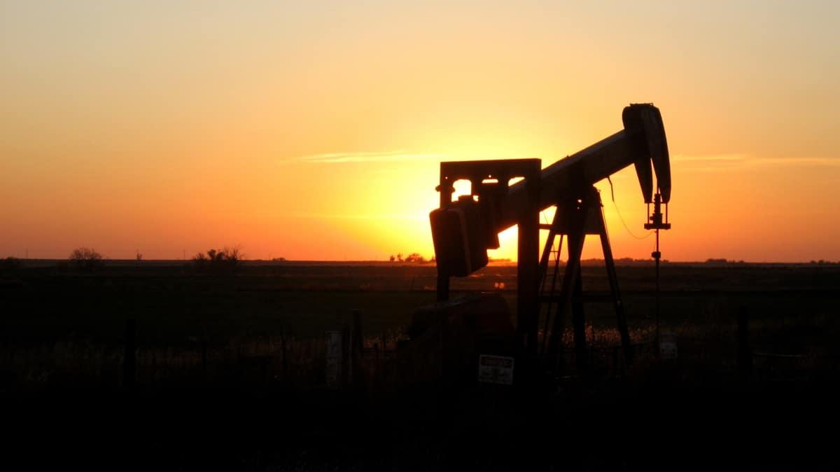 El petroleo desciende a raíz del coronavirus y se encuentra borde al colapso