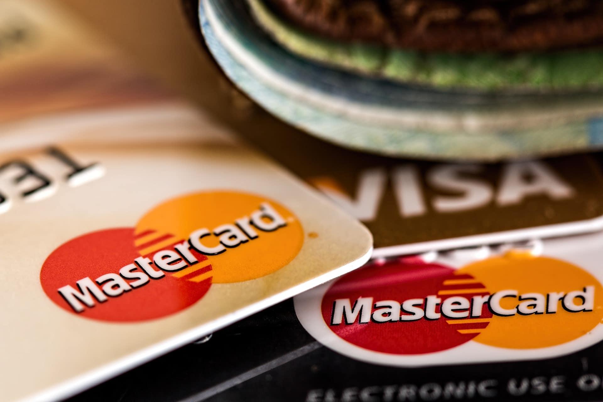 ¿Qué es mejor, una tarjeta crédito o una de débito?