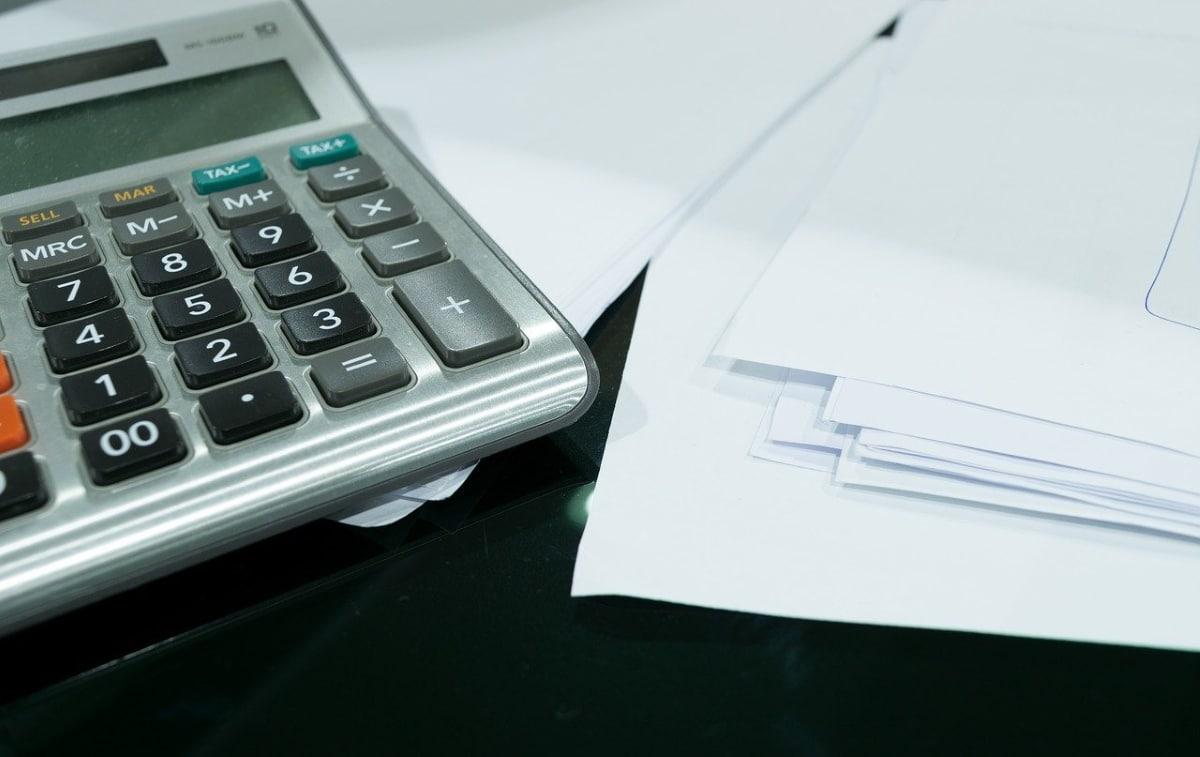 El patrimonio neto se calcula en base a la resta de los pasivos a los activos