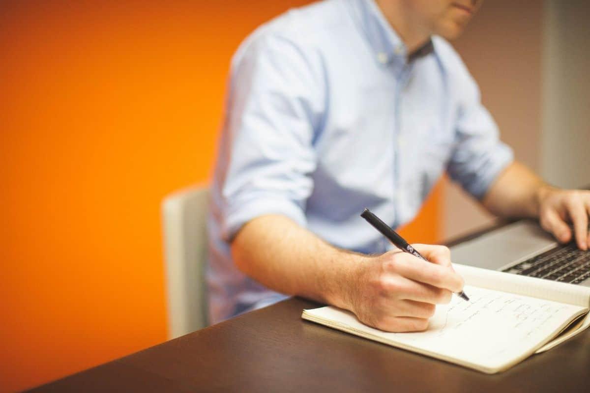 """El informe de vida laboral: el documento """"oficial"""" que te dice cómo saber los años cotizados"""