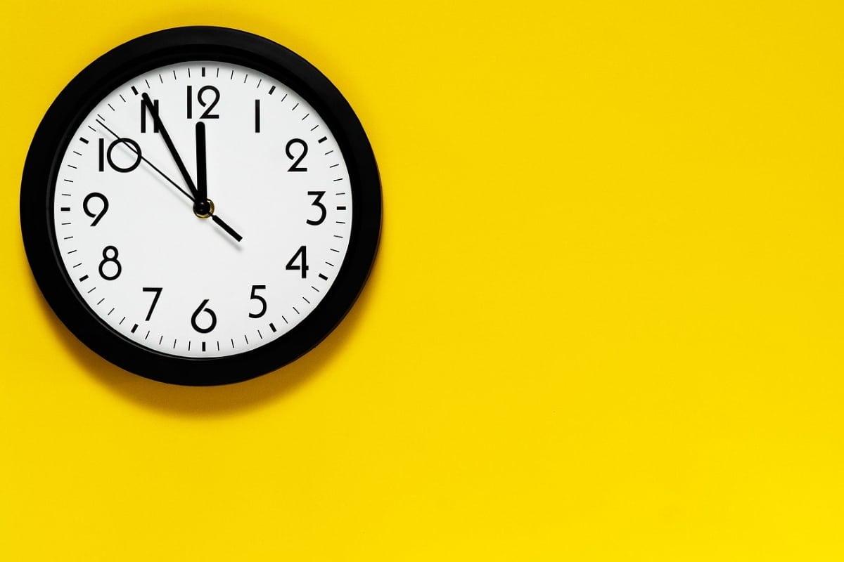 a qué hora se cobra el paro