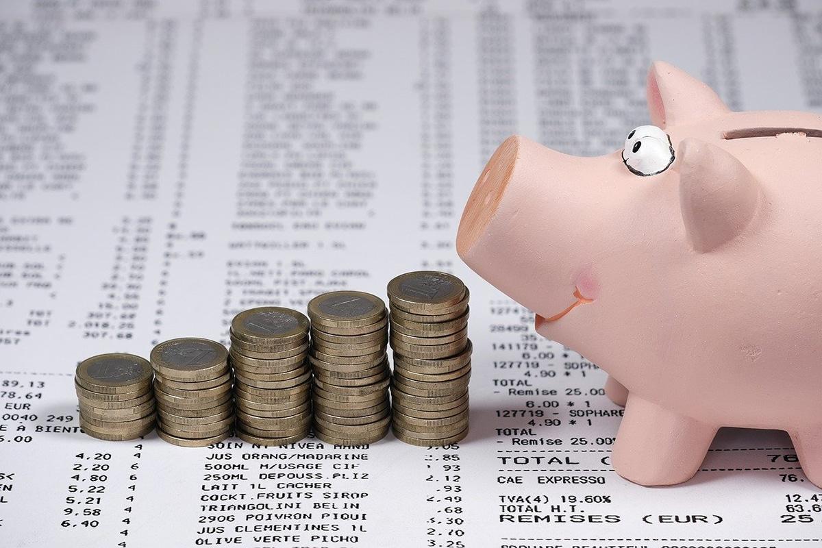 Una buena opción para sacarle provecho al dinero ahorrado es comprar acciones