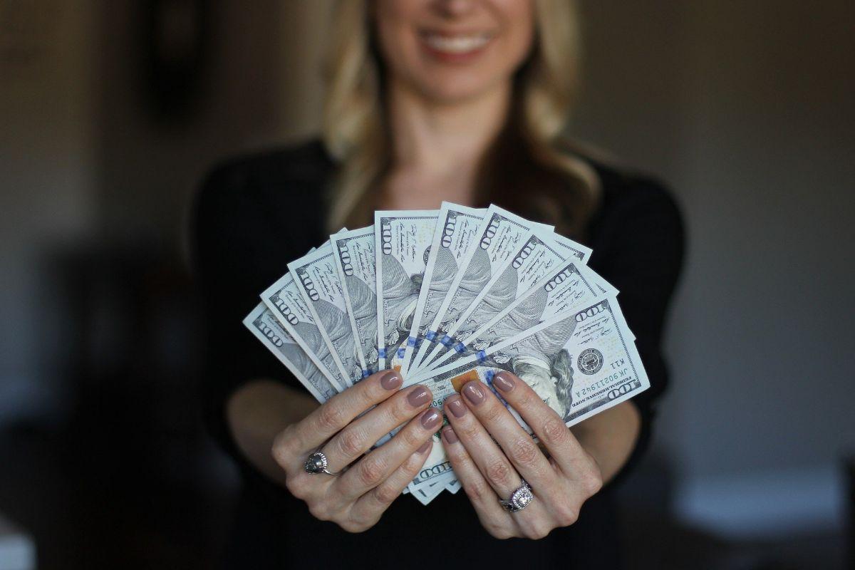Cómo ganar dinero desde casa y compatibilizarlo con otro trabajo